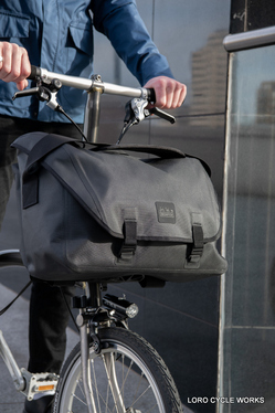 Messenger Waterproof Bag 20L Black_6.jpg