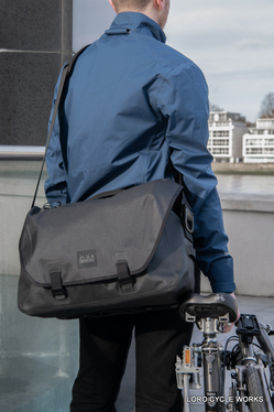 Messenger Waterproof Bag 20L Black_9.jpg